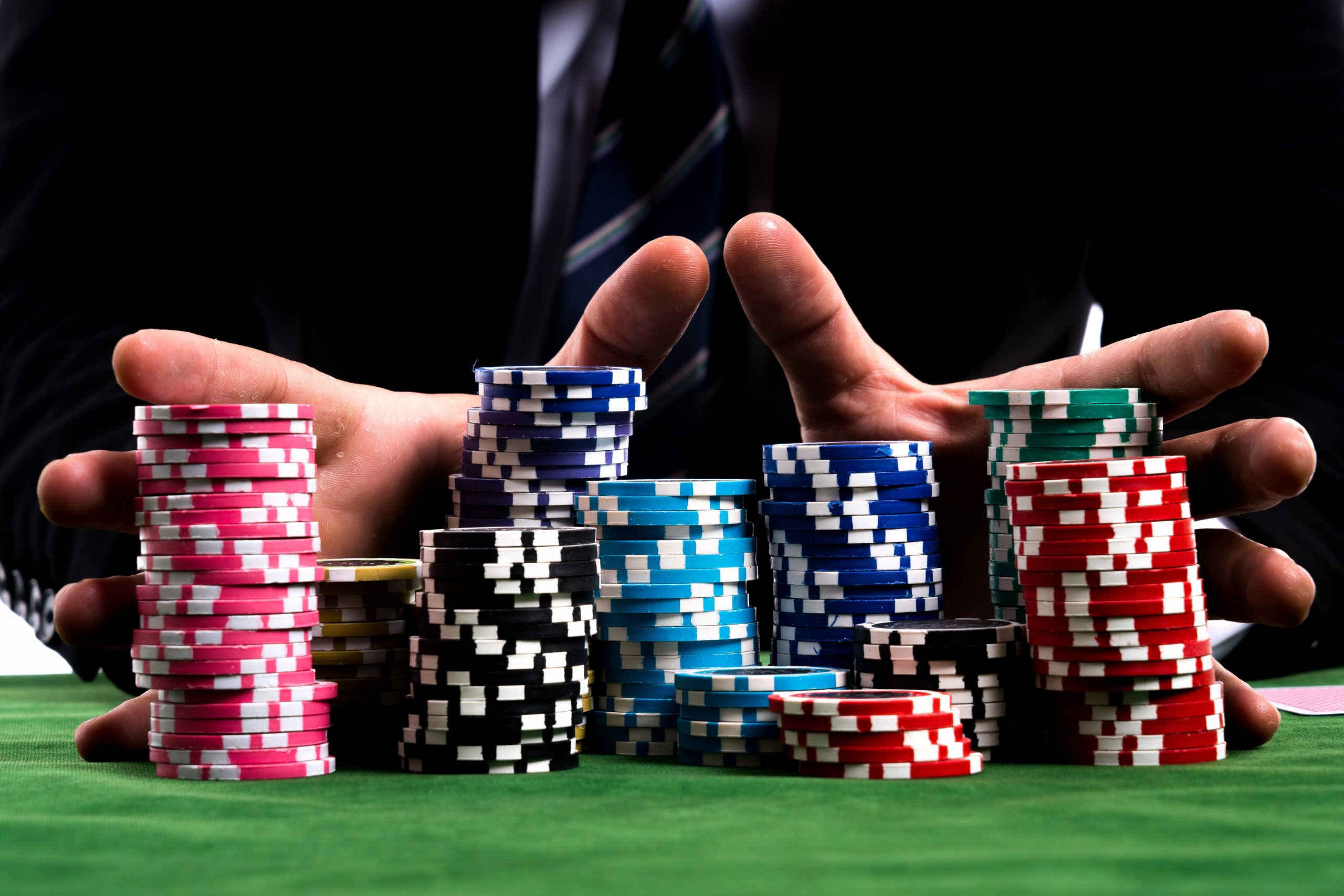 Four Life-Saving Tips On Online Gambling